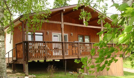 Big Whiteshell Lodge 3 Bedroom Lakefront Cottage